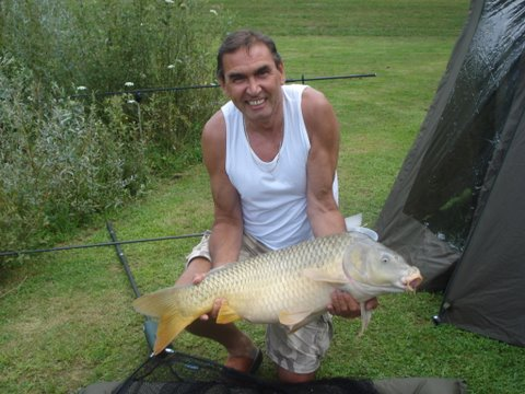 carp-caught-fishing-smallwater-lakes-in-france