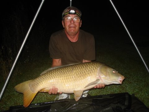 big-42-lb-common-carp-from-smallwater-lake-france