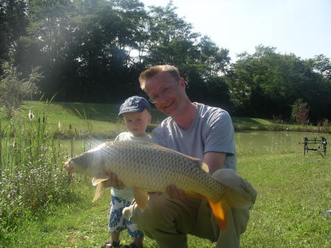 family-carp-fishing-in-france